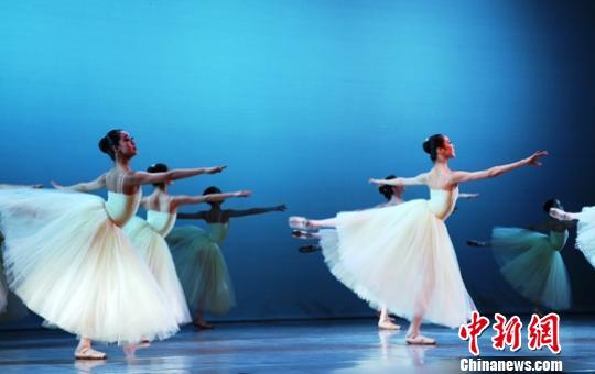南非国际芭蕾舞比赛芭蕾舞晚会表演。 宋方灿 摄