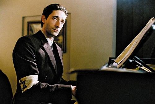 亚德里安-布洛迪在29岁时凭借《钢琴家》夺得奥斯卡影帝。