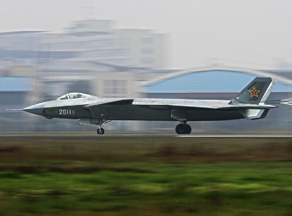 新歼20发动机喷口被尾翼等结构遮蔽