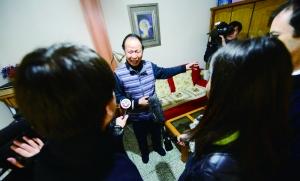 2月25日,家住雨儿胡同29号院的69岁市民关世岳迎来了习近平总书记。当日下午,媒体记者云集关先生家采访。