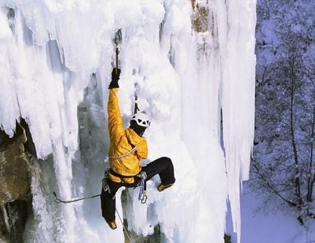 冰瀑上的芭蕾 时尚的攀冰运动