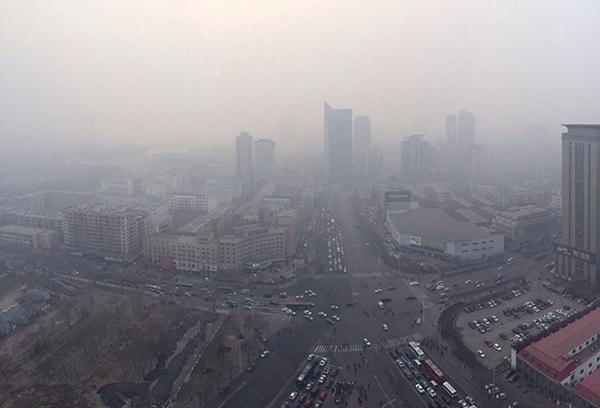 城市汽车雾霾手绘图