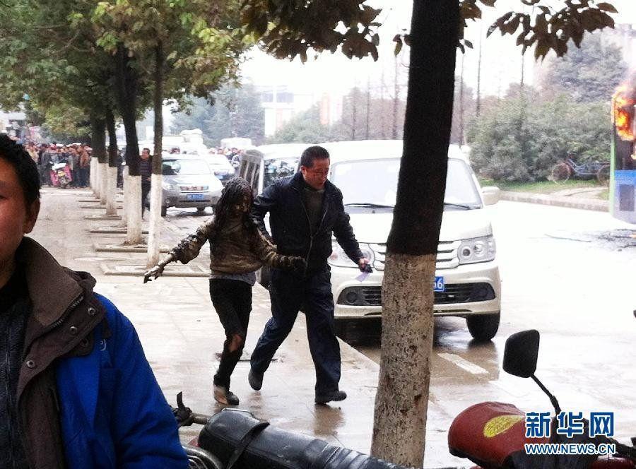 贵阳公交车失火事件_贵阳公交车燃烧事件现场照片(组图)-搜狐新闻