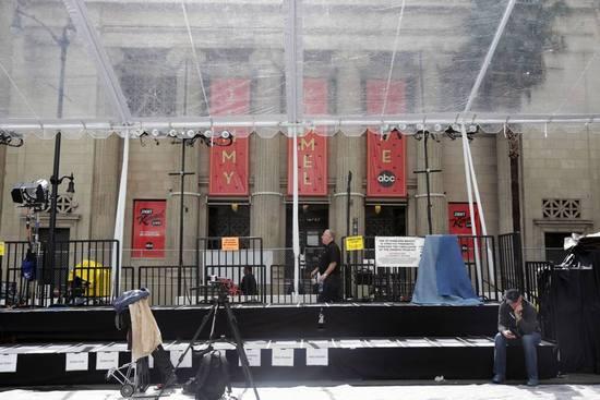 杜比剧院正对门就是鸡毛秀的录制现场(点击查看高清组图)