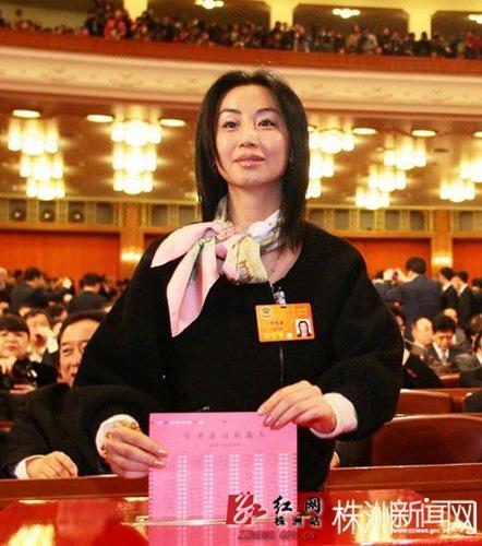 刘迎霞涉嫌行贿已出逃 最美女委员未经住考验