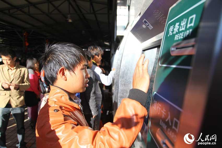 云南昆明火车站尸体_云南昆明火车站恢复售票(高清组图)-搜狐滚动