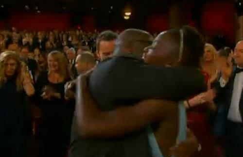 《为奴十二年》获奖,导演与最佳女配激动相拥
