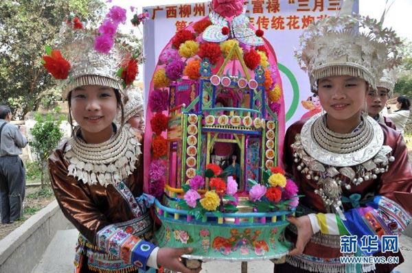 """我们的春节刚刚结束,少数民族同胞们的热闹节庆又开始了。少数民族的节庆盛事比汉族来得更活跃、更绵长、更有""""年味""""。在3、4月份之间,将有多个少数民族""""盛放""""他们轰轰烈烈的过节大典。"""