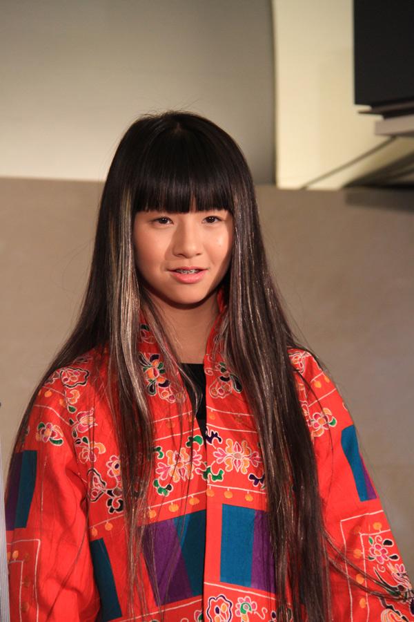 杨丽萍携小彩旗前往日本为公演作宣传(组图)图片