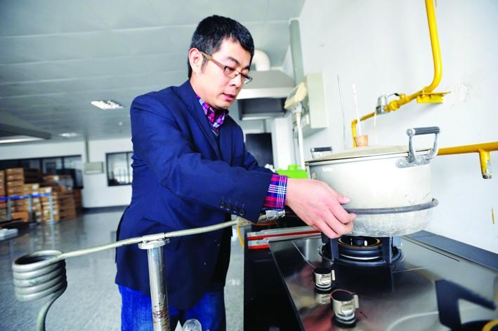 谷川萌bt_记者走进市质检所机械部 探访发现工程师检测燃气灶首