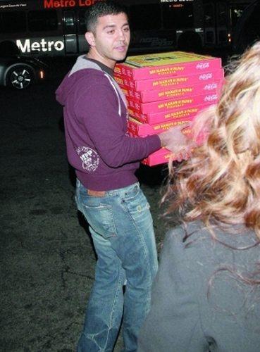 艾德加送披萨到奥斯卡颁奖礼现场,他说自己一直以为只是去送给后台的人吃