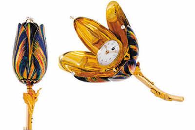 郁金香形,金及珐琅镶珍珠郁金香形时针,配隐藏表盘,约1810年制,在香港佳士得2013年春拍中以43.75万港元(约合人民币35万元)成交。