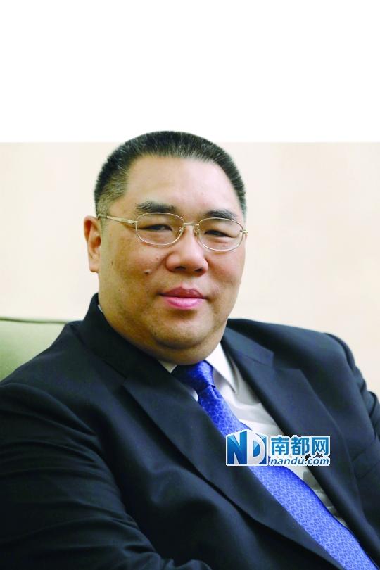昨日,崔世安接受南都独家专访。 南都记者 刘有志 摄