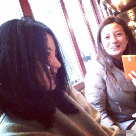 王菲赵薇巴黎咖啡馆相聚