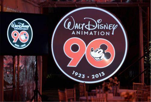 《冰雪奇缘》中广袤的雪景也让迪士尼手绘实力得到