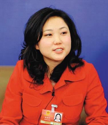 朱雪芹 人大代表,上海华日服装公司工会主席,销售主管