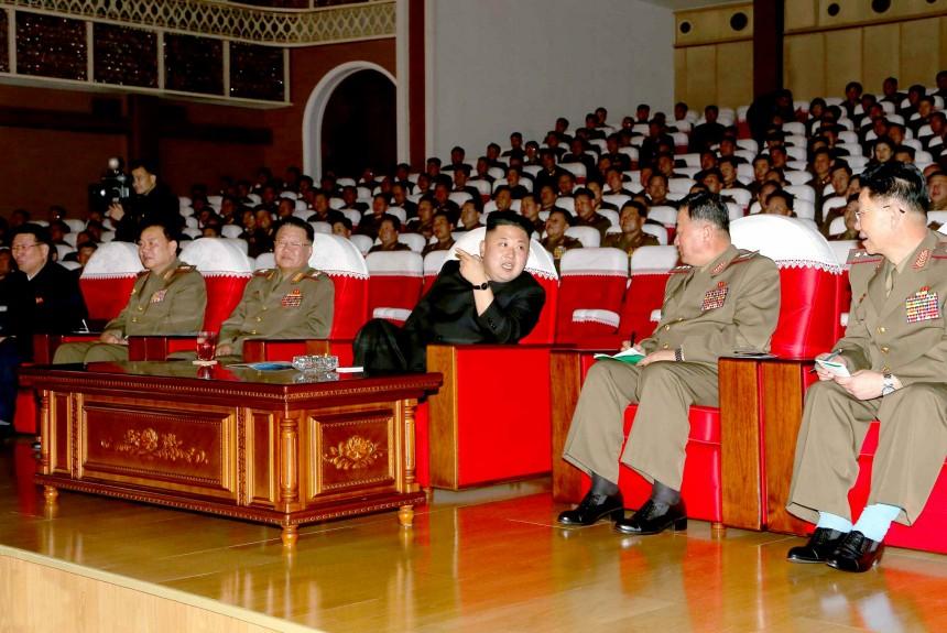 据朝鲜《劳动新闻》11日消息,朝鲜最高领导人金正恩观看了人民军第567部队、第324部队、第233部队艺术宣传队的文艺演出,上述团体在朝鲜人民军第一届艺术宣传队演出比赛中胜出。