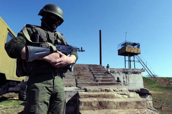 塞瓦斯托波尔 俄罗斯/俄军对克里米亚海军基地开火多名士兵投降叛逃...