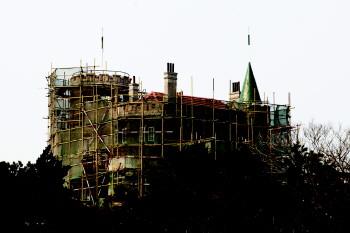 花石楼正在修缮当中。本报记者 杨广帅 摄