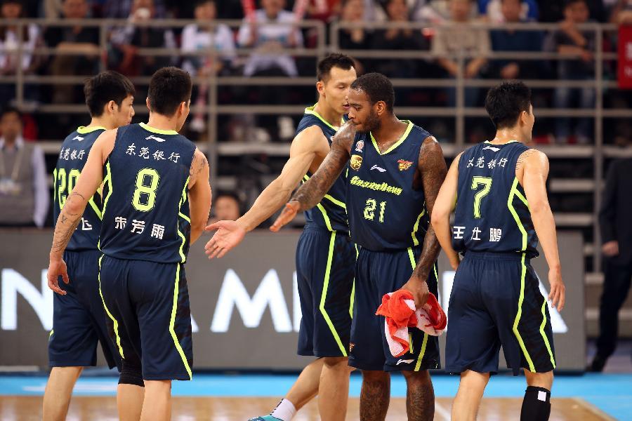 球--CBA半决赛:北京金隅不敌广东东莞银行(图