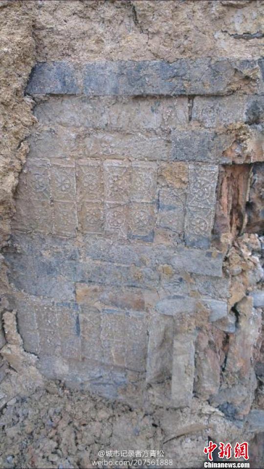 图为古代墓葬群砖墙上所特有的花纹 网友供图 摄