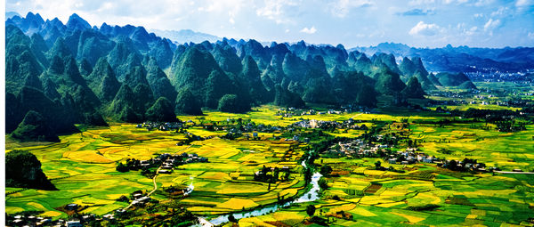 贵州省黔西南州万峰林油菜花