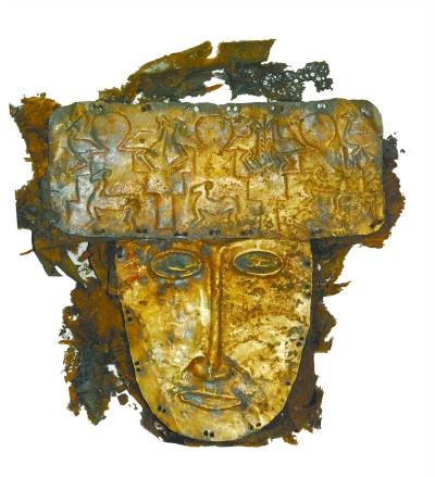 李林辉/曲踏墓地出土的黄金面具。李林辉摄