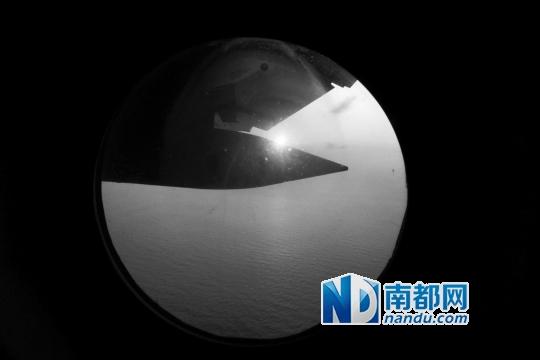 搜寻飞机在日出前抵达了预定搜寻位置展开搜寻。