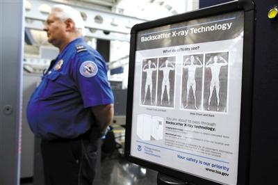 """裸体 芝加哥/2010年3月15日,芝加哥机场,乘客接受""""裸体安检""""。..."""