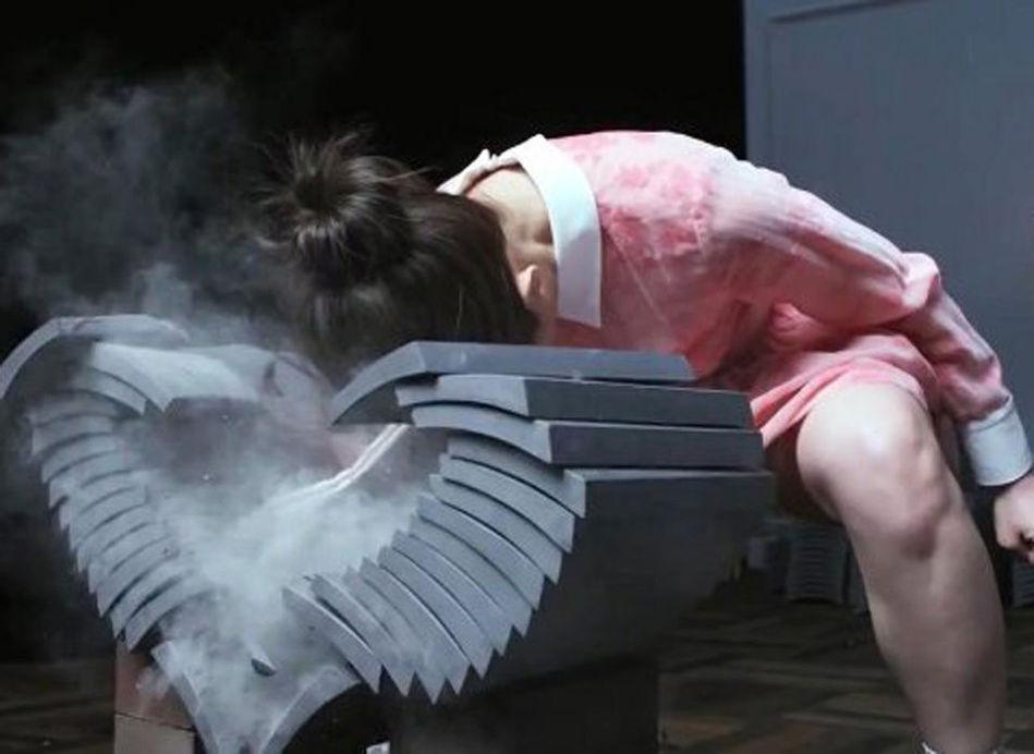 日本空手道美女以头碎瓦震惊网友组图 搜狐滚