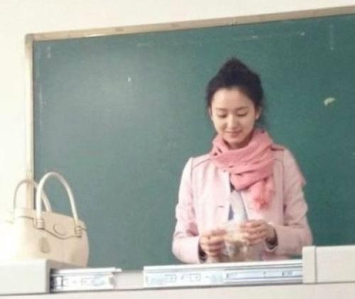 最美英语老师爆红 长相清纯撞脸多位明星(图)-搜狐大连