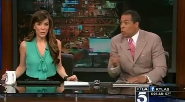 洛杉矶地震演播室美女主播惊恐万分钻到桌子下