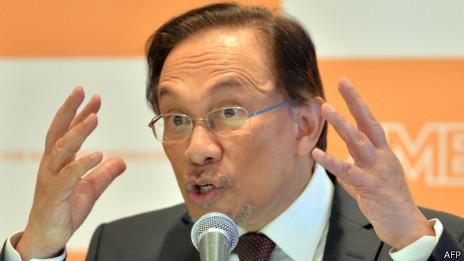 安瓦尔强烈谴责针对MH370航班机长扎哈里的不利揣测。