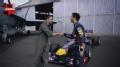 视频-里卡多驾F1赛车PK大黄蜂战机 速度与激情