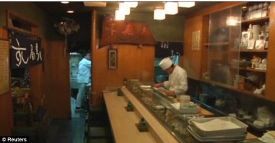 这种迷你寿司仅用一粒米制成,但是配料样样不少。