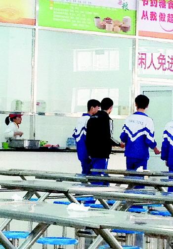 """""""近日,长清中学学生小张称,该校强制学生在校食堂用餐,并且设置""""最低图片"""