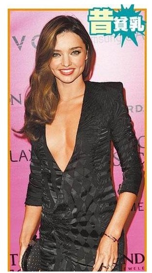 米兰达之前的照片胸部较平