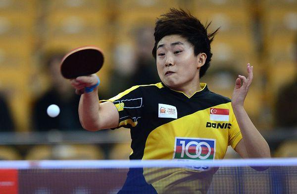 图文:乒乓球亚洲杯小组赛 冯天薇回球