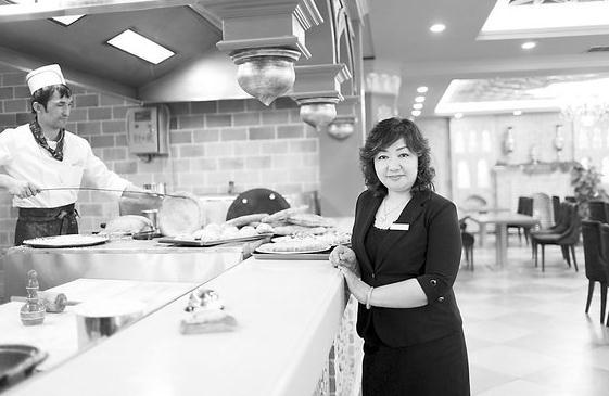 阿孜古丽在北京的新疆餐厅工作。