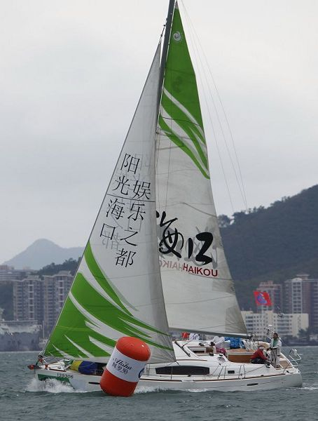 图文:环海南岛国际大帆船赛 海口号比赛中