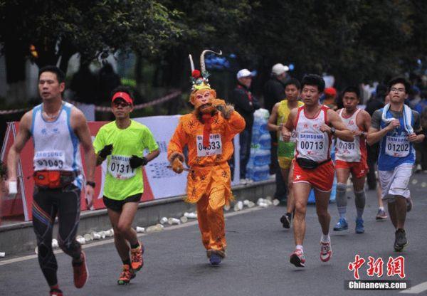重庆/图文:2014重庆国际马拉松赛 齐天大圣孙悟空