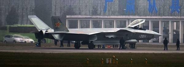 2011号歼20隐身战机弹仓全开。