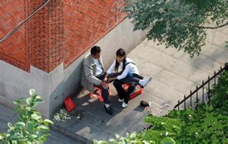 校园偷伯视频_偷拍广西街头\