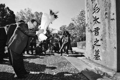 蒋介石之孙在浙江奉化祭祖