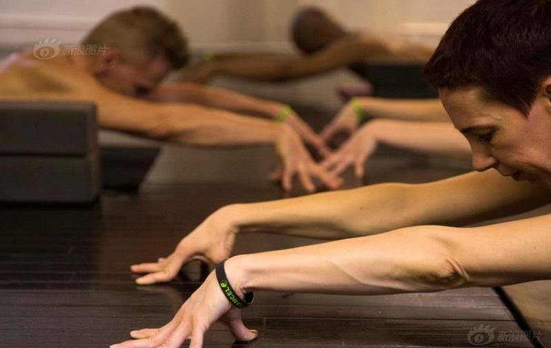 裸体瑜伽一丝不挂袒露肉身 推广者称:打破精神上的束缚和禁忌