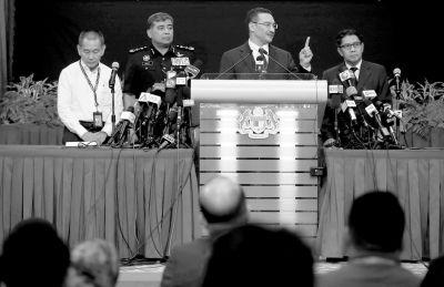 昨天,马方发布会在吉隆坡举行,代理交通部长希沙姆丁左三在发布会上答记者问。中新社发