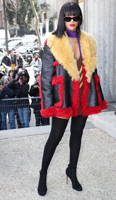 蕾哈娜当选2014时尚偶像 自曝愿为时尚受皮肉苦