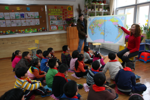 去年,学校组织了美国游学,让中美双方学生有了深入的交流
