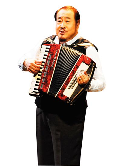 田浩江,北京人,男低音歌唱家,曾与纽约大都会歌剧院签约19年。