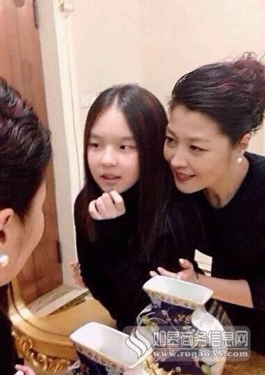 李咏女儿老婆合影 李咏女儿近照年龄多大了